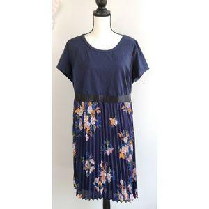 Modcloth Dresses - Modcloth Blue Pleated Floral Dress